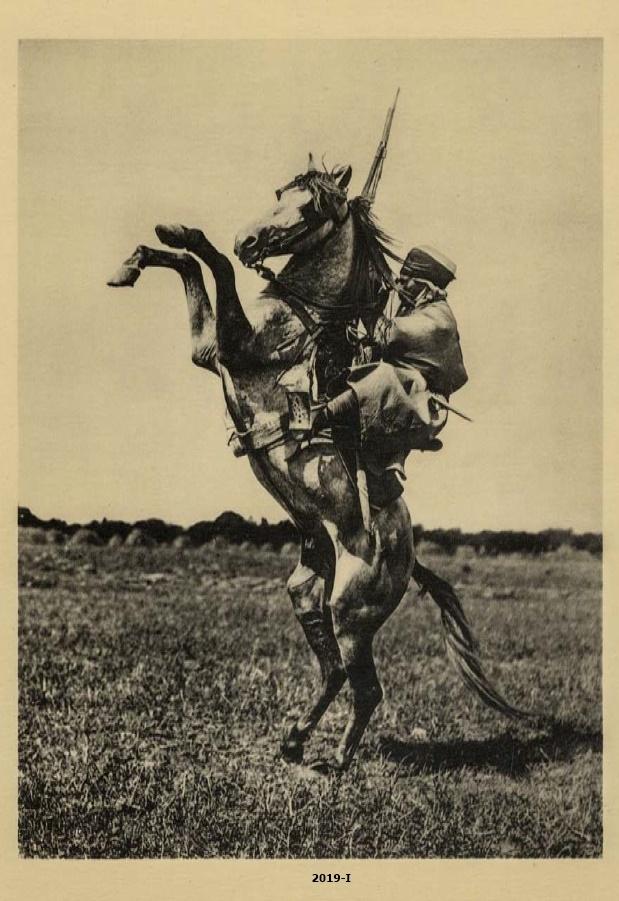 Cubierta de Soldado de las tropas coloniales posando a caballo en actitud de combate, 1916 (Cartas al Rey: la mediación humanitaria de Alfonso XIII en la Gran Guerra)